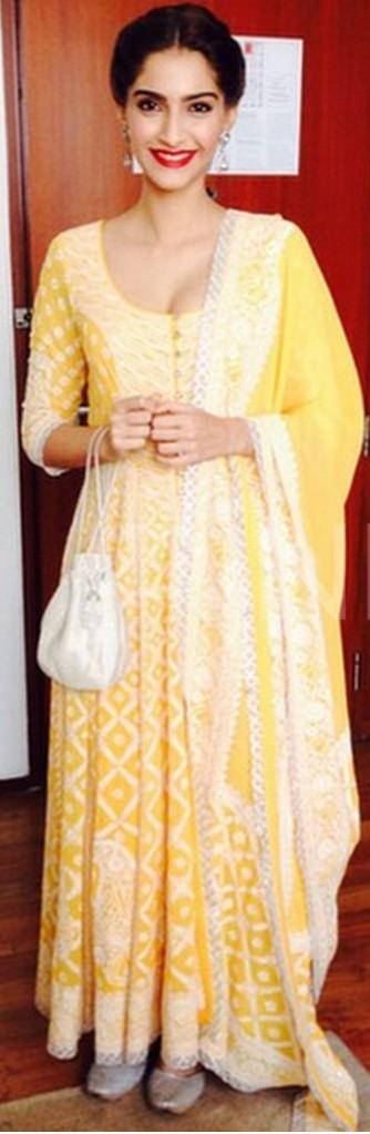 Sonam Kapoor abu jani sandeep khosla khoobsurat amritsar-001